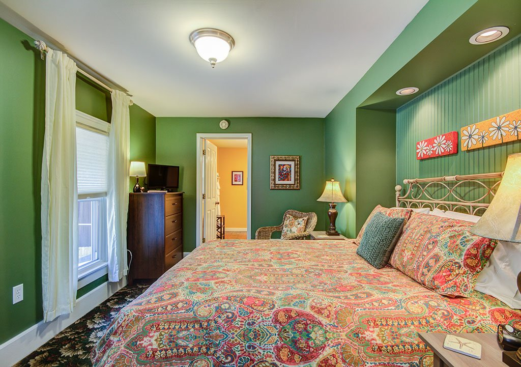 Willoughby Room - Twin Oaks Inn Bed & Breakfast