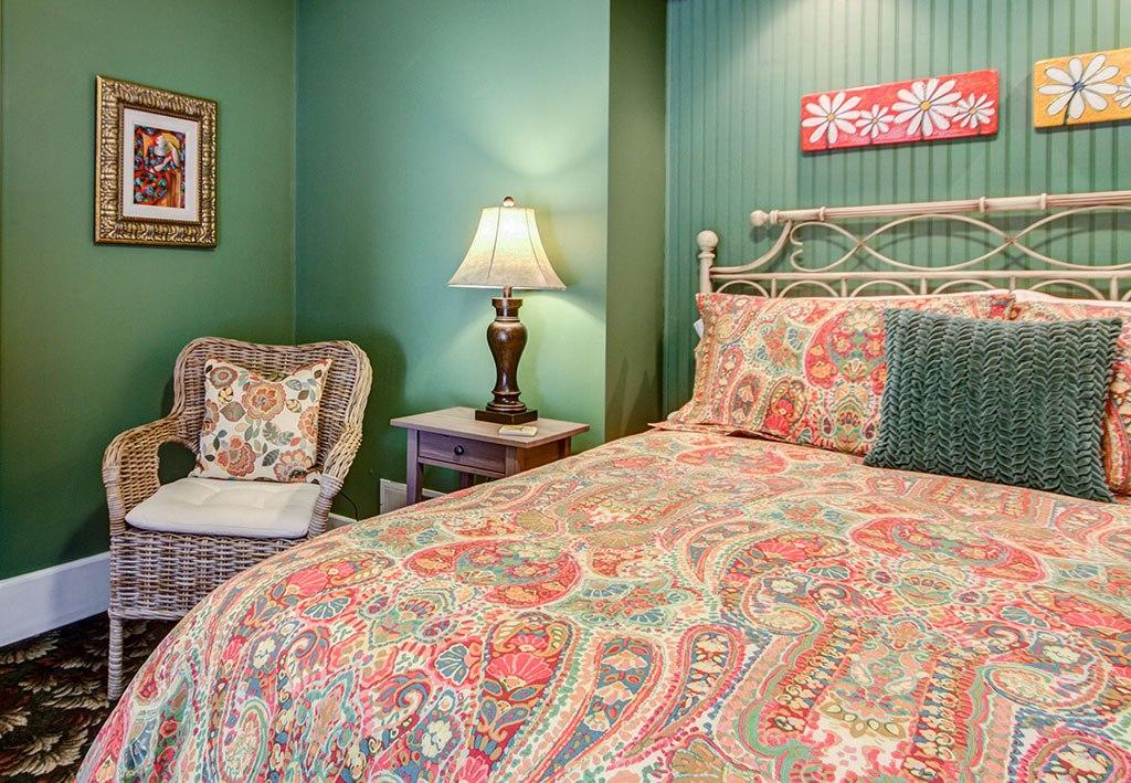 Willoughby Room - Twin Oaks Inn Bed & Breakfast