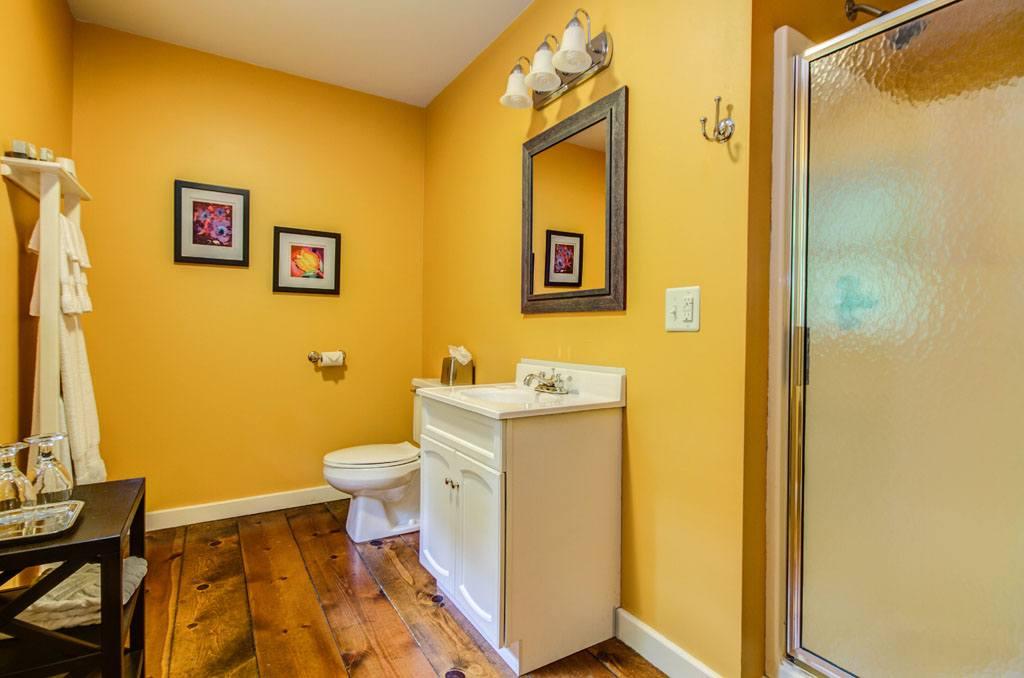 Twin Oaks Inn - Chelsea Room Bathroom