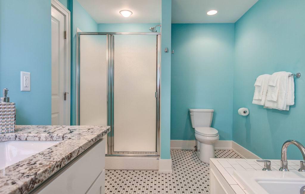 Twin Oaks Inn Bathroom