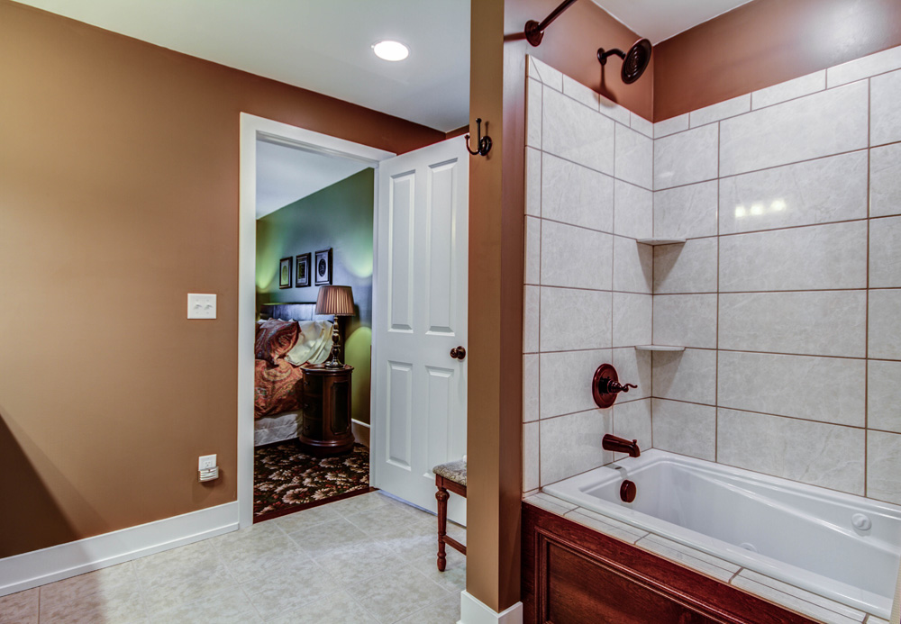 Image of combination tub and shower in Chelsea Room bath