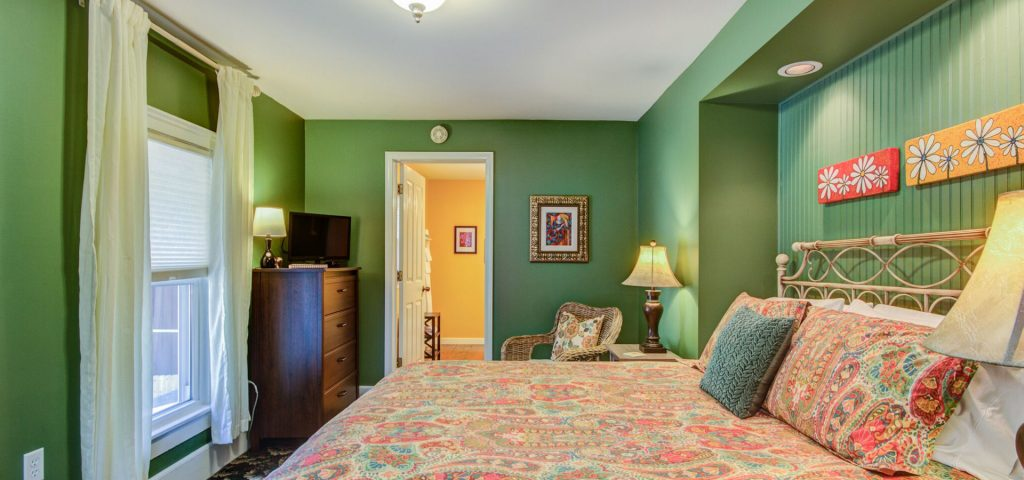 Twin Oaks Bed & Breakfast - Willoughby Room
